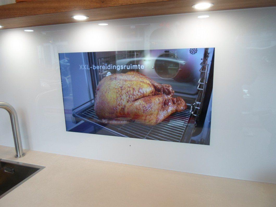 Tv In Keuken : Primeur tv scherm in achterwand keuken rikken keukens