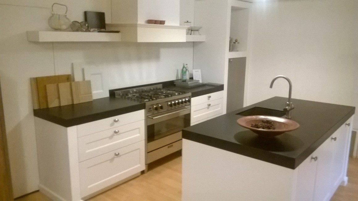 Keuken mdf raamdeur lak met mat zwart werkblad rikken keukens