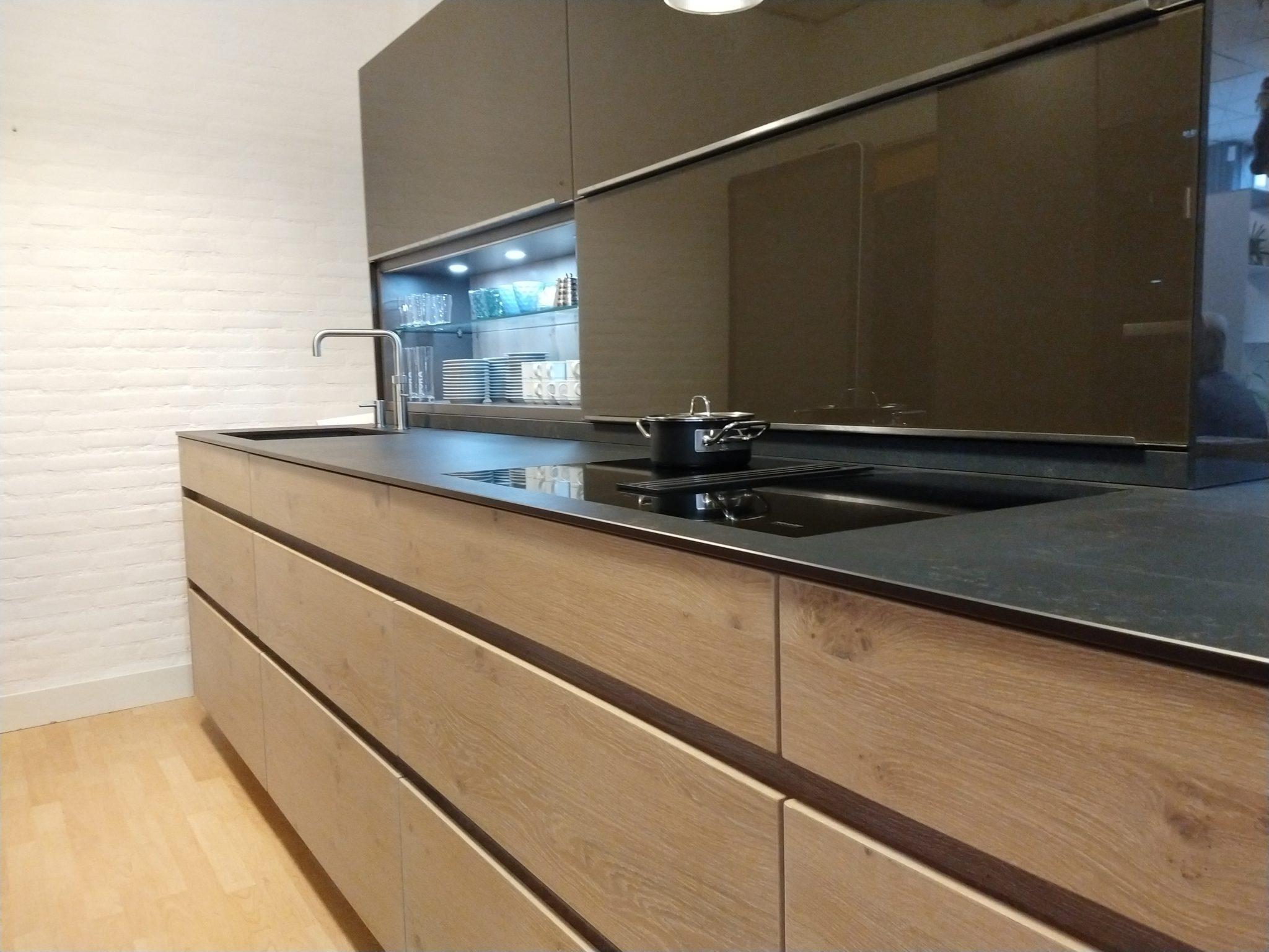BAX moderne eiken houten keuken greeploos